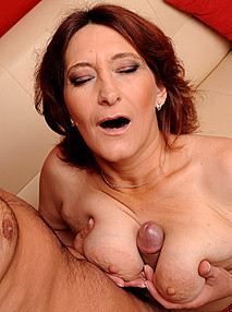 lusty grandmas Mature woman who loves sex!