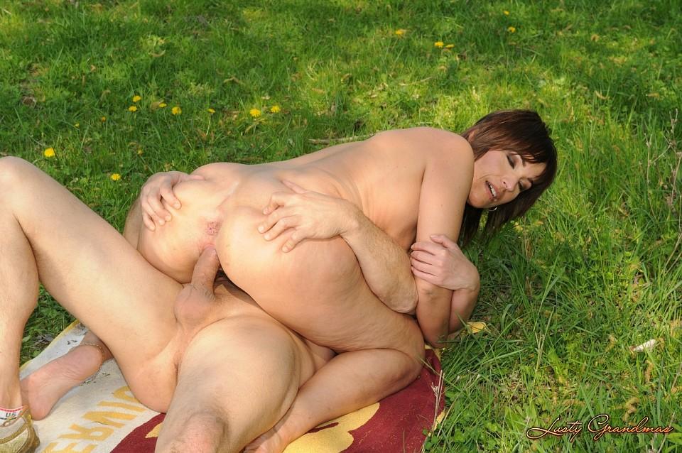 Busty porn curvy big ass
