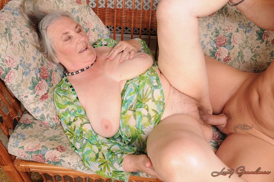 секс с пожилыми красавица часто один