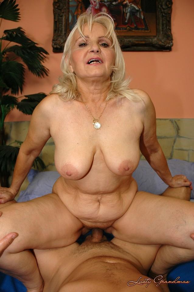 Granny Marianne gets fucked by Sabrinka