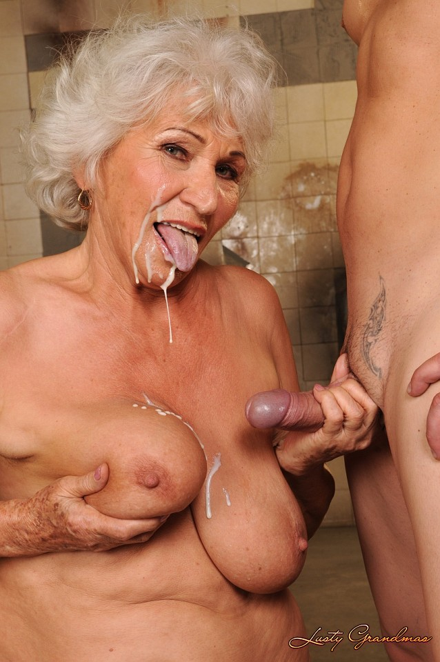 Mature housewife needs to get off 1